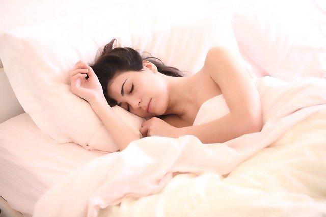 spánek na lůžku.jpg