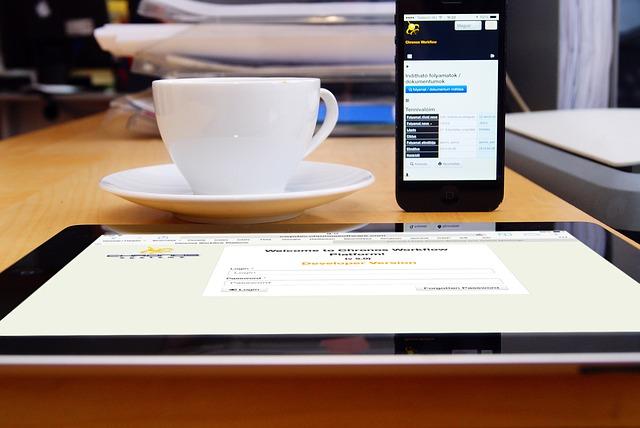 káva, mobil a tablet.jpg